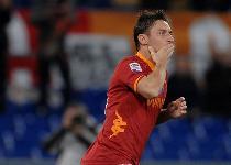 Roma, Totti accoglie Destro: