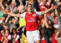 United-Arsenal: si tratta per Van Persie