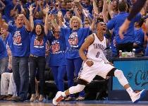 Nba: Westbrook aiuta fan per proposta di matrimonio