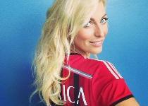 Entusiasmo Milan: Federica Fontana posa con la maglia