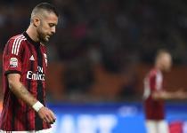 Milan: Menez esce passeggiando, i tifosi lo fischiano