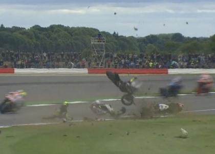 MotoGP, Gran Bretagna: l'incidente tra Espargaro e Baz. Video