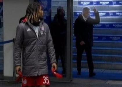 Ancelotti non riesce a trattenersi: dito medio ai tifosi dell'Hertha Berlino