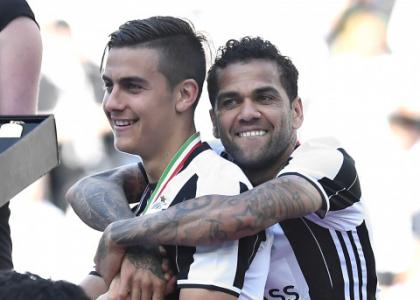 Juventus, Dani Alves esplode sui social: