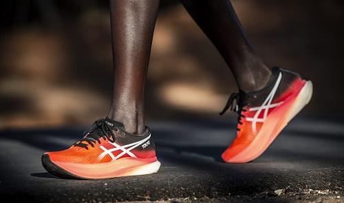 Asics presenta due nuove scarpe innovative ottimizzate per il running