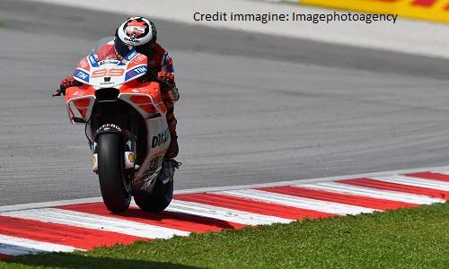 MotoGP, Austria: Lorenzo batte Marquez e vince, Dovi 3°