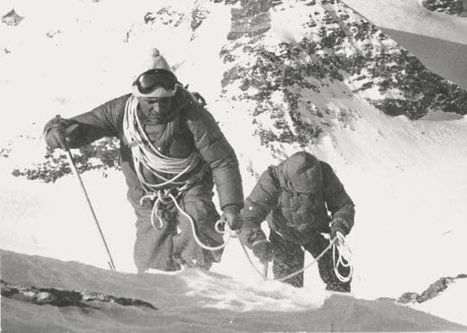 31 luglio 1954: la bandiera italiana sventola sul K2