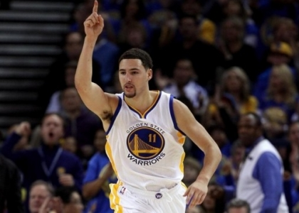 Nba: vincono Warriors e Cavs, un super Gallo non basta