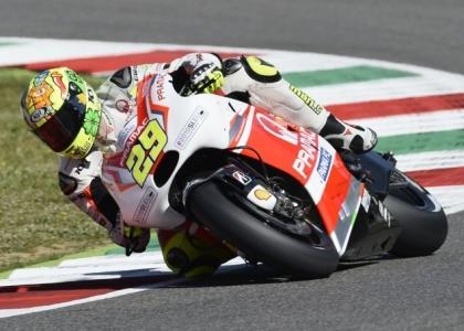 MotoGP, Aragona: Iannone show nelle prime libere, Rossi sesto