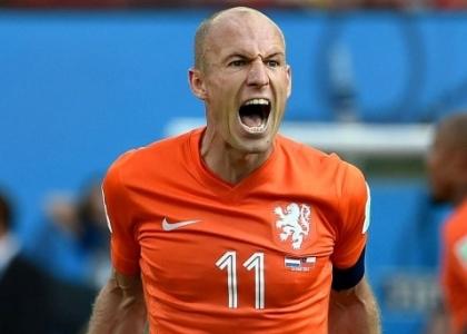 Il Fenerbahce annuncia Robben, lui gli fa causa. Video