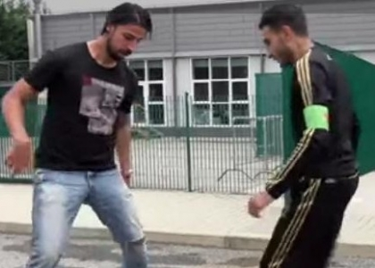 Street Football: Khedira sfida Touzani. Video