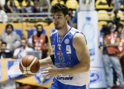 Basket, serie A: Sassari riparte, Varese travolta