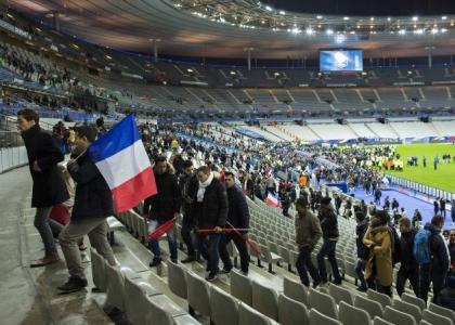 Attentati a Parigi: la 'Marsigliese' durante l'evacuazione. Video
