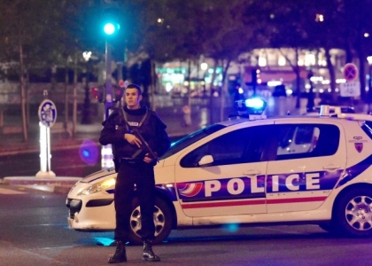 Attentati a Parigi: le reazioni del popolo di Twitter. Live