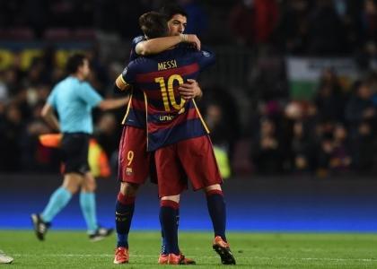 Liga: poker Barcellona, ma l'Atletico Madrid non molla