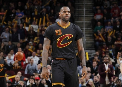 Nba: uragano Cavs, Warriors 10 e lode
