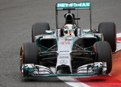 F1, GP Abu Dhabi: subito Hamilton-Rosberg, poi Raikkonen