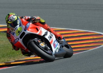 MotoGP, Valencia: terze libere a Iannone, Rossi secondo