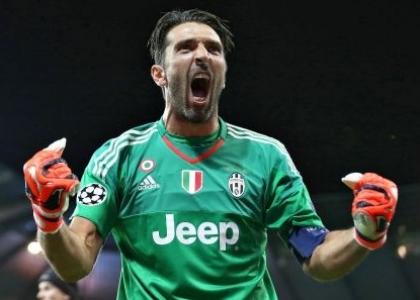 Champions: Buffon-Cuadrado, la Juventus sbanca Lione