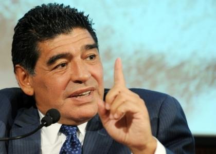 Napoli: Maradona, lode a Higuain e scuse a Sarri