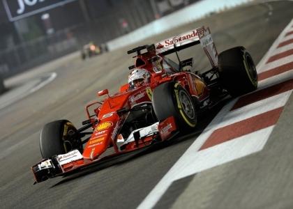 F1, GP Singapore: Ferrari show, Vettel è in pole