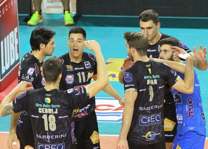 Volley, SuperLega: Lube tritasassi, Trento risponde