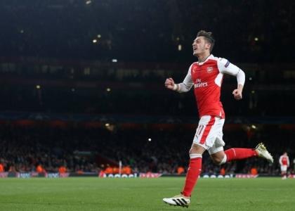 Premier: rimonta Arsenal, tris e aggancio alla vetta