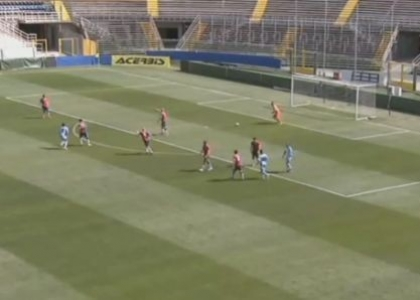 Lega Pro, Lumezzane: l'incredibile autogol di Mantovani. Video