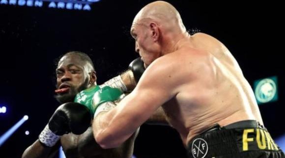 """Boxe - Tyson Fury """"re degli zingari"""" ha distrutto il Bombardiere di Bronzo"""