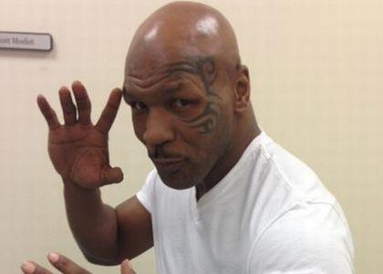 Mike Tyson torna sul ring stanotte, a 54 anni, contro Roy Jones Jr.!