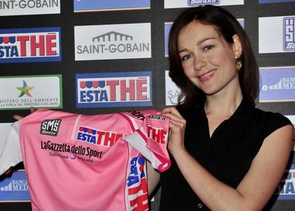 Cristiana Capotondi madrina del Giro 2011. FOTOGALLERY