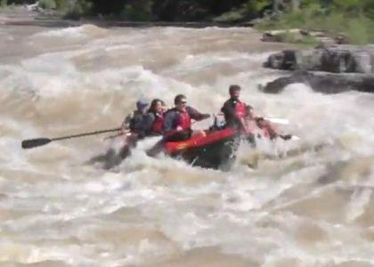Rafting: Piqué e Shakira si ribaltano in acqua