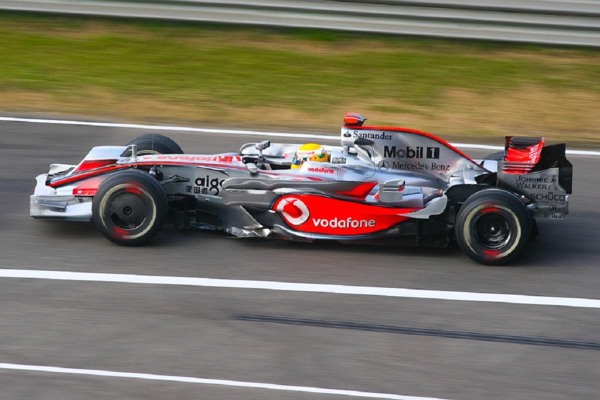 100 volte Lewis Hamilton! Sua la pole a Barcellona davanti a Verstappen. Ottimo quarto posto per Leclerc