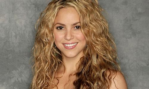 Shakira costretta a rimandare il tour: emorragia alle corde vocali