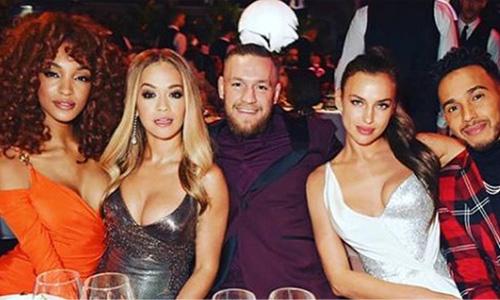 Tavolata di bellissimi ai British Fashion Awards