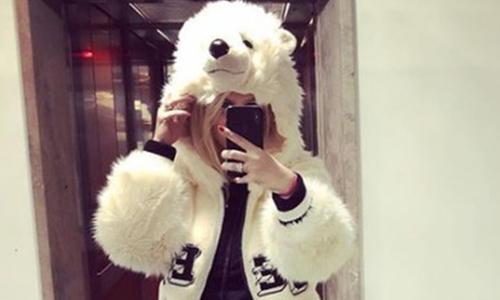 Wanda Nara tifa vestita da orso