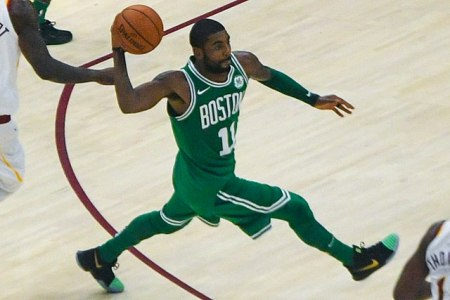 Nba, Irving e Boston fanno tredici. Toronto ferma Houston