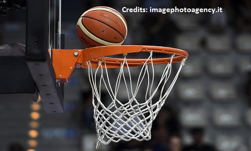 Papa Francesco benedice il basket della solidarietà