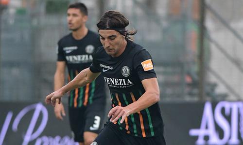Serie B: vince il Venezia, il Palermo si ferma a Salerno