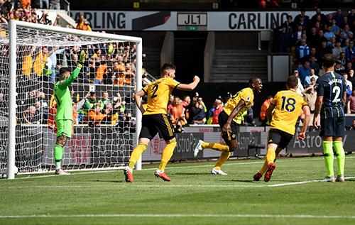 Sorpresa in Premier League, Manchester City fermato sull'1-1 dal Wolverhampton col gol di mano