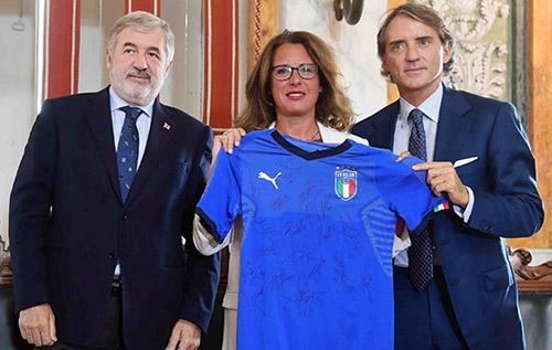 La maglia della Nazionale e la tuta di Zanardi all'asta per Genova