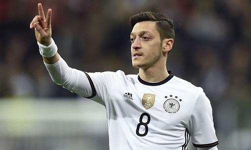 Germania, Ozil lascia la nazionale dopo le pesanti accuse politiche