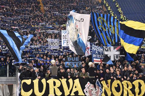 Inter-Napoli, scontri tra tifosi: quattro feriti