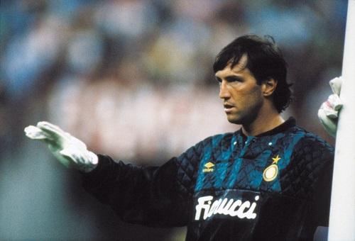 Tanti auguri Walter Zenga, storico portiere dell'Inter dello scudetto dei record