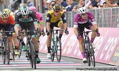 Giro d'Italia 2018, 7a tappa: trionfa Bennett