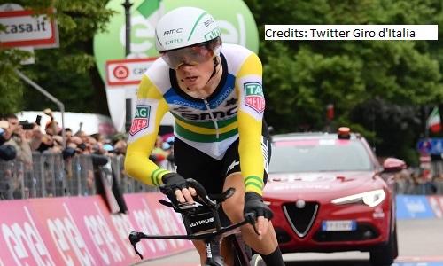 Vuelta, Rohan Dennis vince la cronometro. Yates consolida la maglia rossa