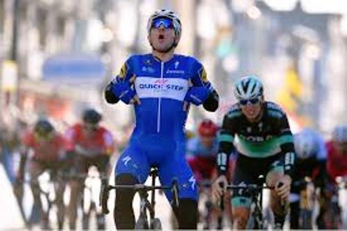 Ciclismo, Giro di Svizzera: Elia Viviani torna al successo dopo tre mesi