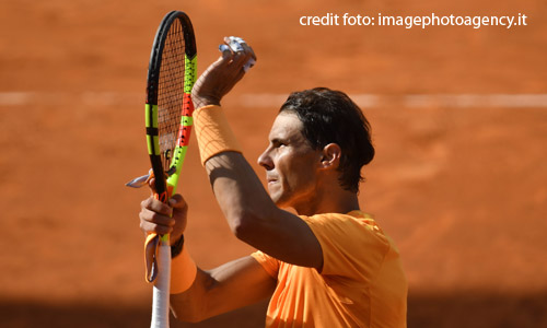 Tennis: Rafa ringrazia la pioggia, resta il più forte